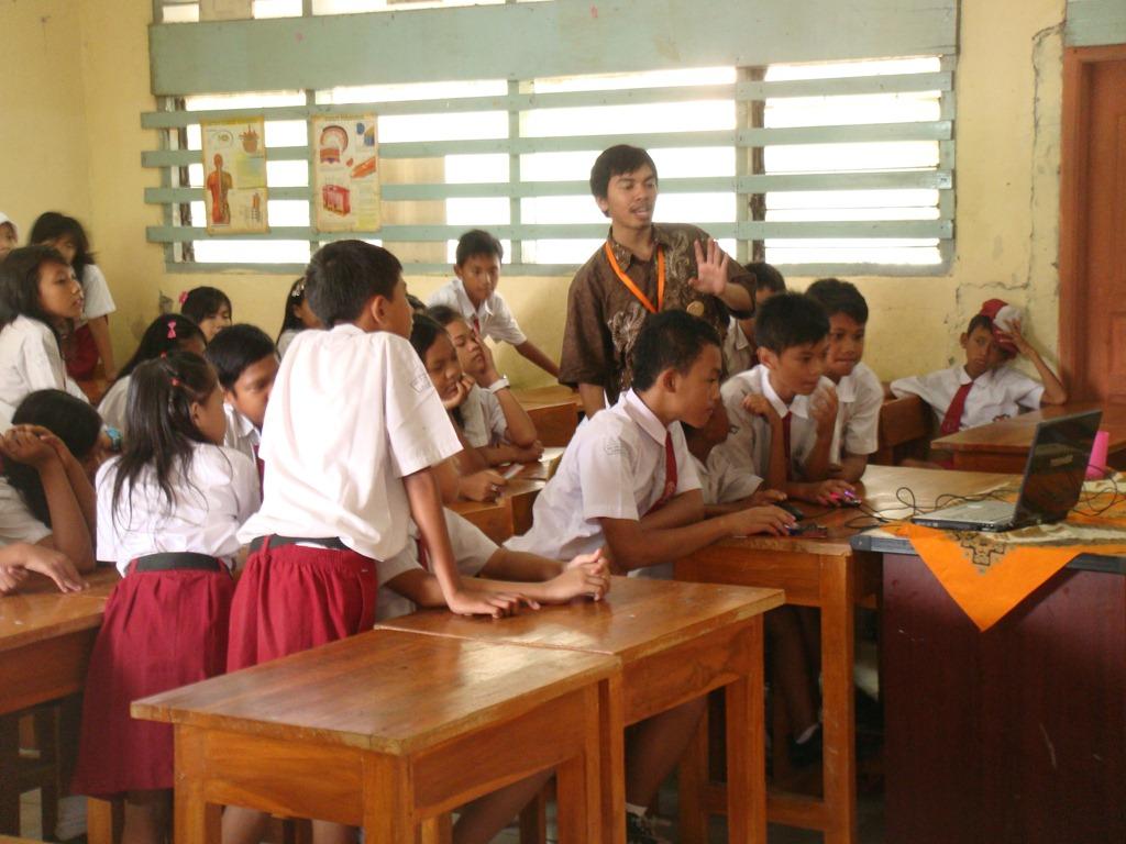 Image result for mengajar dikelas